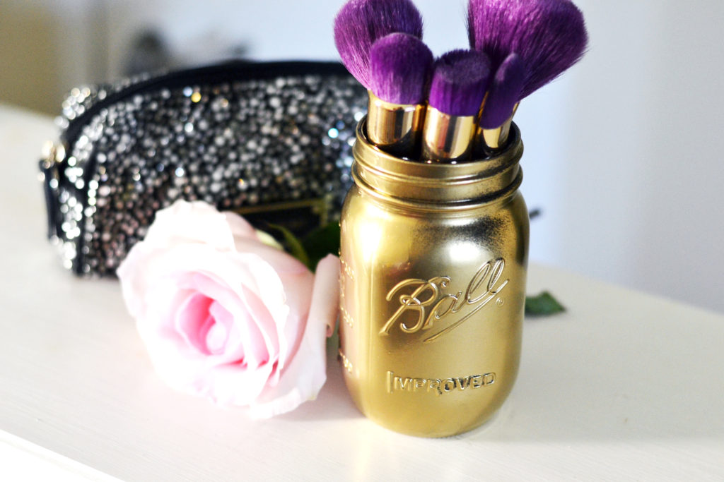 DIY mason jar makeup brush holder